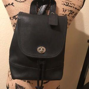 🌺🌸Vintage Coach Black Mini Leather Backpack